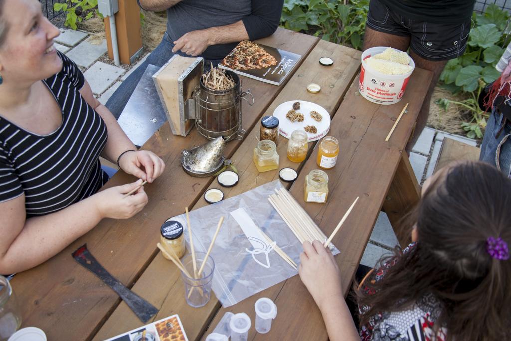 Ateliers apicoles sur demande, à domicile, anniversaire animation, formation sur mesure, apiculture responsable